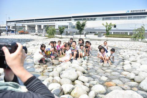 新幹線駅前 四十八ヶ瀬噴水にて