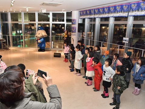Tomomiさんと若栗保育所の年長さんによる記念ライブ